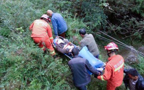 游客没抓稳扶手花落观光缆车 无生命危险