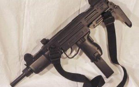 如果携带一把冲锋枪(无限子弹)回到春秋战国,最高能混成什么职位?