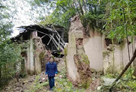 房子遭强拆仅获6900元赔偿 镇长:自己重新盖房