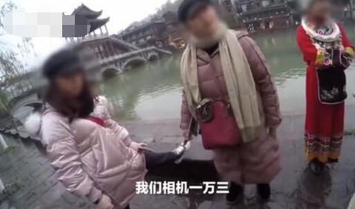 游客凤凰古城租衣被禁自拍 这是什么霸王条款