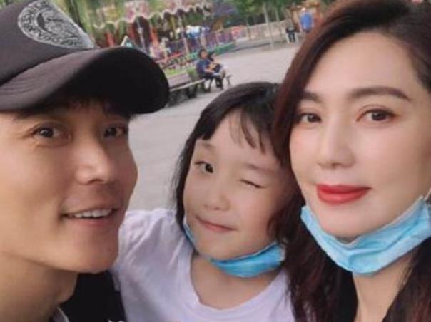 洪欣否认与张丹峰离婚 张丹峰出轨经纪人事件始末